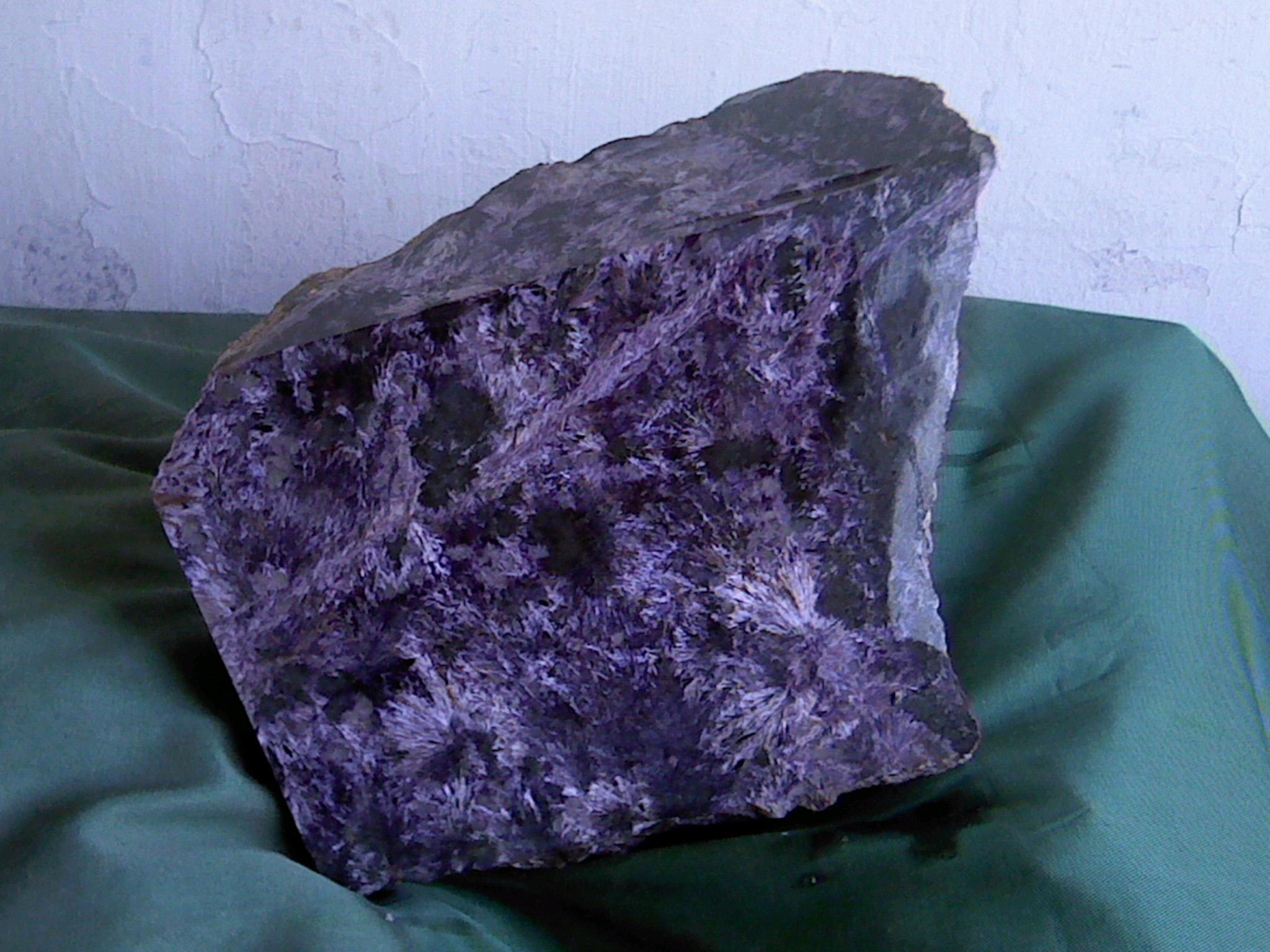 Чароит камень фото